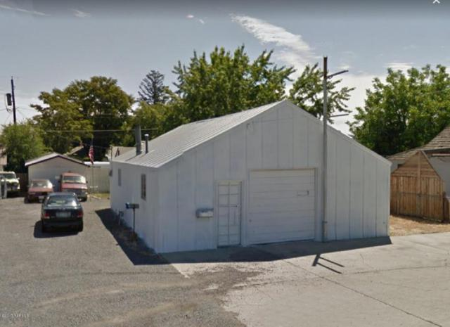 1619 S 3rd Ave, Yakima, WA 98902 (MLS #17-2868) :: Heritage Moultray Real Estate Services
