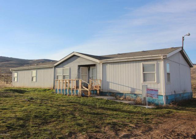 241 Culdorn Dr, Yakima, WA 98903 (MLS #18-1188) :: Heritage Moultray Real Estate Services