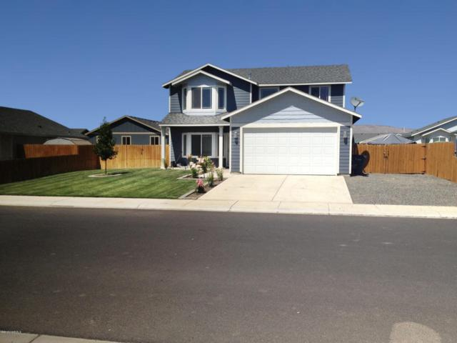 803 Cascade Ave, Moxee, WA 98936 (MLS #18-134) :: Heritage Moultray Real Estate Services