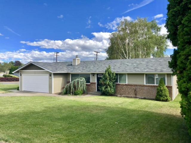 3206 Mountainview Ave, Yakima, WA 98901 (MLS #18-1535) :: Heritage Moultray Real Estate Services