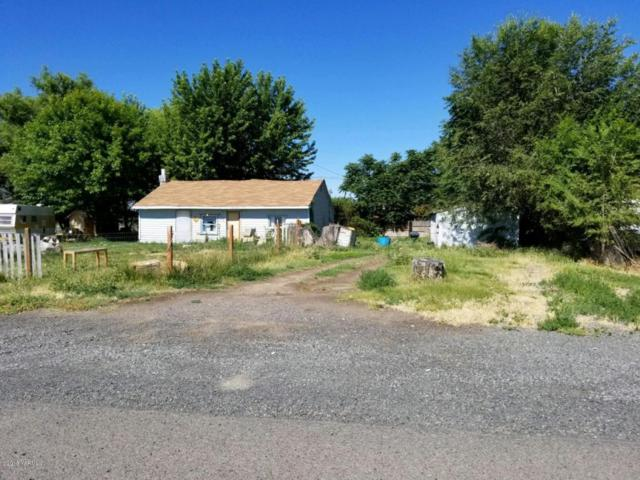 2016 Voelker Ave, Union Gap, WA 98903 (MLS #18-1572) :: Results Realty Group