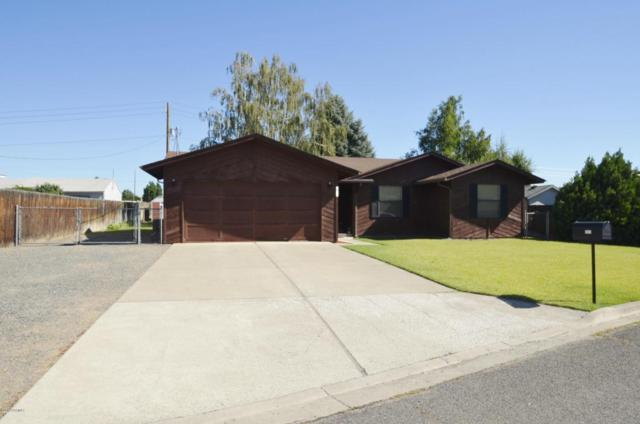 3513 Clinton Way, Yakima, WA 98902 (MLS #18-1702) :: Heritage Moultray Real Estate Services