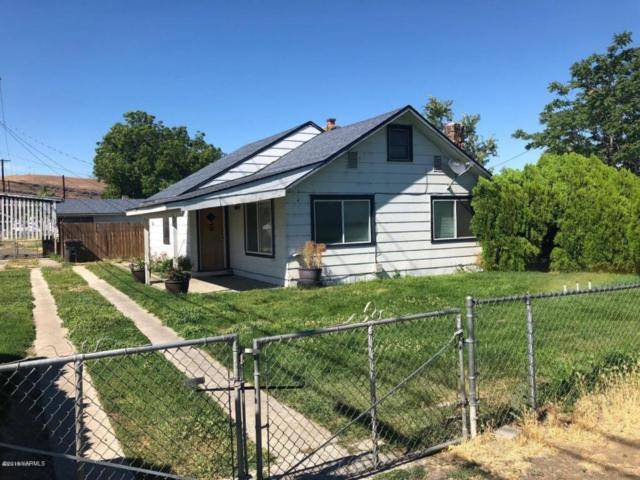 701 N 20th Ave, Yakima, WA 98902 (MLS #18-1786) :: Heritage Moultray Real Estate Services