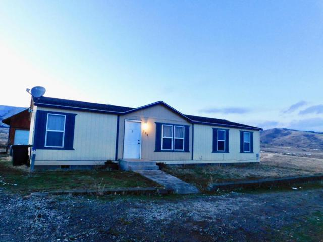 242 Canyon Crest Rd, Yakima, WA 98903 (MLS #18-189) :: Heritage Moultray Real Estate Services