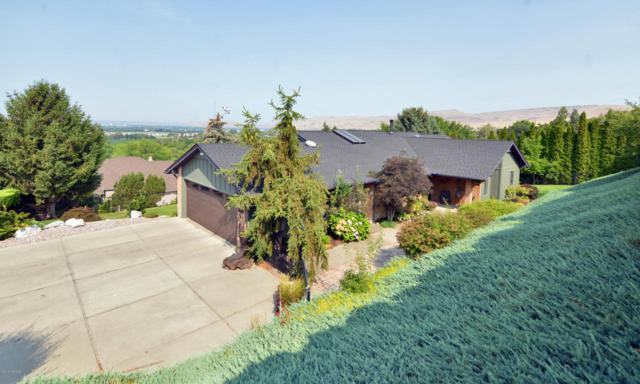 706 Fairway Dr, Yakima, WA 98901 (MLS #18-1920) :: Heritage Moultray Real Estate Services