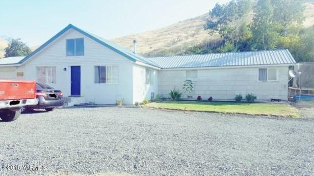 14611 N Wenas Rd, Selah, WA 98942 (MLS #18-2065) :: Heritage Moultray Real Estate Services