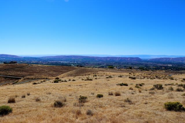 NKA Undeveloped Land, Yakima, WA 98901 (MLS #18-2388) :: Heritage Moultray Real Estate Services
