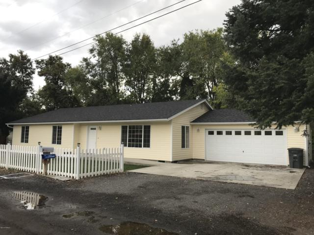 34 Orchard St, Naches, WA 98937 (MLS #18-2549) :: Heritage Moultray Real Estate Services