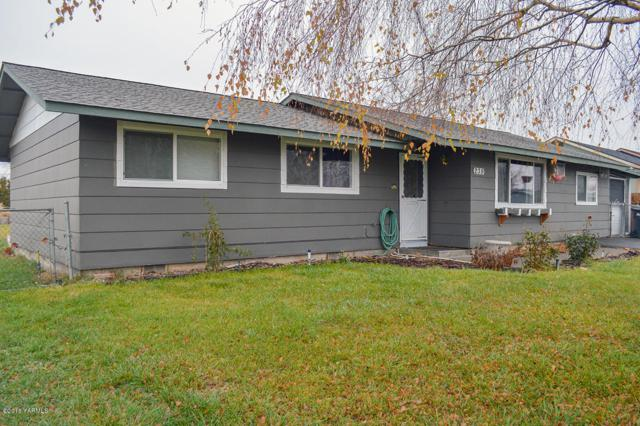 239 Blossom Dr, Moxee, WA 98936 (MLS #18-2881) :: Results Realty Group