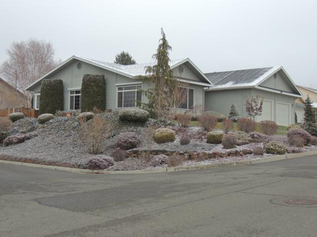 5205 Sycamore Dr, Yakima, WA 98901 (MLS #18-2943) :: Heritage Moultray Real Estate Services