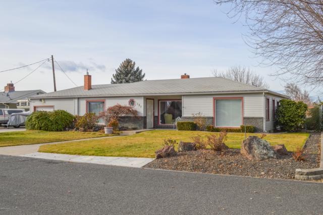 131 Roza Vista Dr, Yakima, WA 98901 (MLS #18-2956) :: Heritage Moultray Real Estate Services