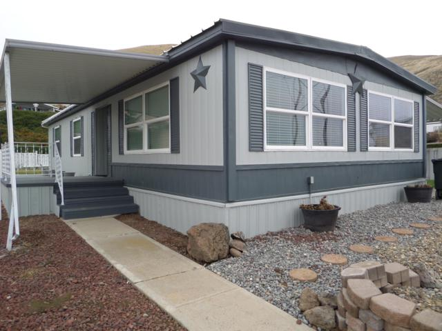 300 Alps Rd #1046, Moxee, WA 98936 (MLS #18-2967) :: Heritage Moultray Real Estate Services