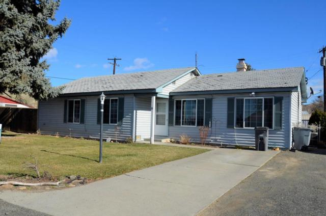 11 Suntides Blvd, Yakima, WA 98908 (MLS #18-331) :: Heritage Moultray Real Estate Services