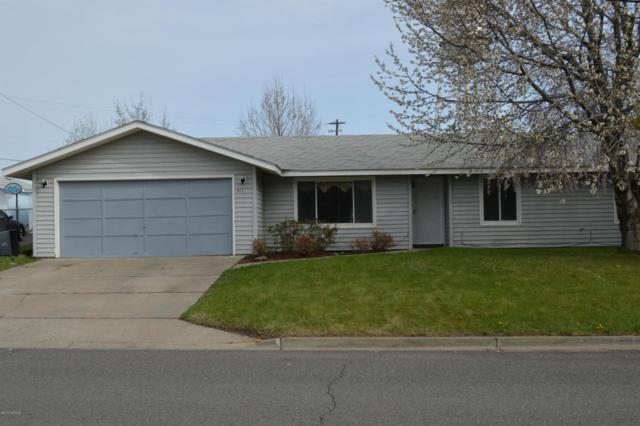 611 3rd Ave, Zillah, WA 98953 (MLS #18-768) :: Results Realty Group