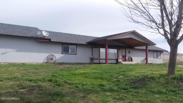 12471 Postma Rd, Moxee, WA 98936 (MLS #18-919) :: Heritage Moultray Real Estate Services