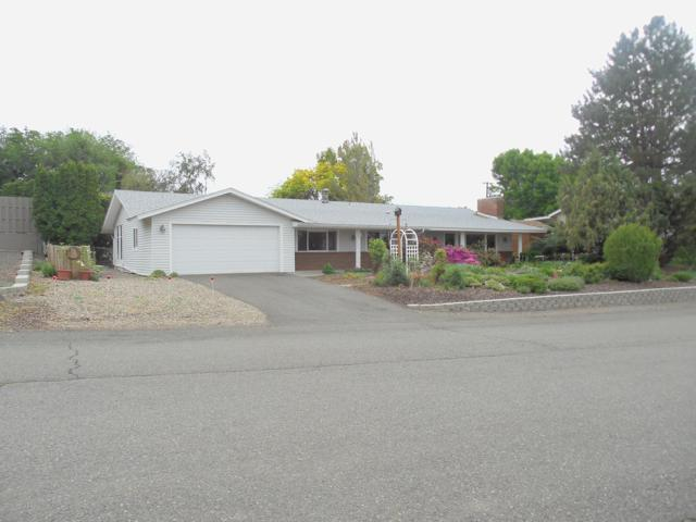 5302 Crest Dr, Yakima, WA 98908 (MLS #19-1170) :: Heritage Moultray Real Estate Services