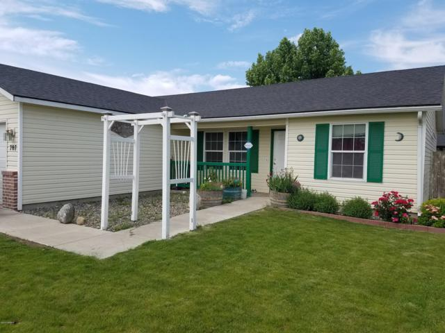 707 Highland Rd, Grandview, WA 98930 (MLS #19-1273) :: Results Realty Group