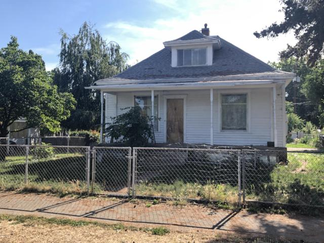 402 S 8TH St, Yakima, WA 98901 (MLS #19-1500) :: Results Realty Group
