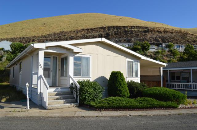 300 Alps Rd #1007, Moxee, WA 98936 (MLS #19-1525) :: Results Realty Group