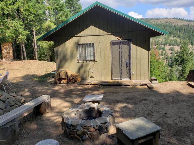 814 Sandcrest Pl, Yakima, WA 98903 (MLS #19-1678) :: Heritage Moultray Real Estate Services
