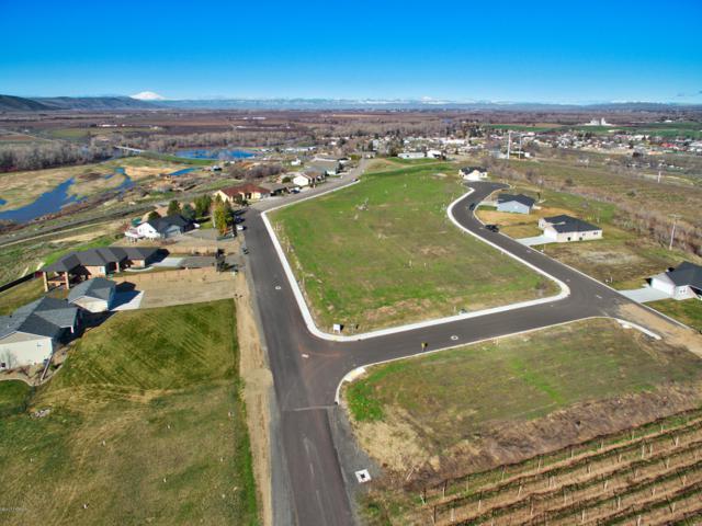 NNA Jennifer Dr #18, Granger, WA 98932 (MLS #19-1696) :: Heritage Moultray Real Estate Services