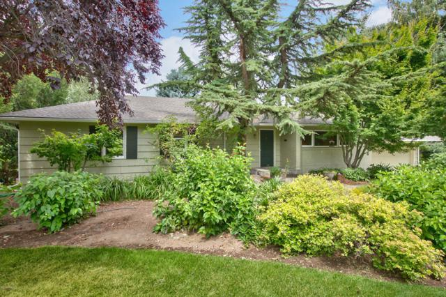 113 W Gilbert Dr, Yakima, WA 98902 (MLS #19-1710) :: Heritage Moultray Real Estate Services
