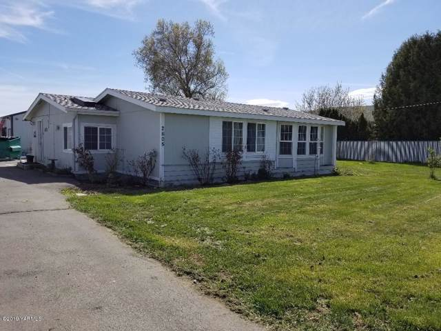 2605 S 16th Ave, Yakima, WA 98903 (MLS #19-2002) :: Heritage Moultray Real Estate Services