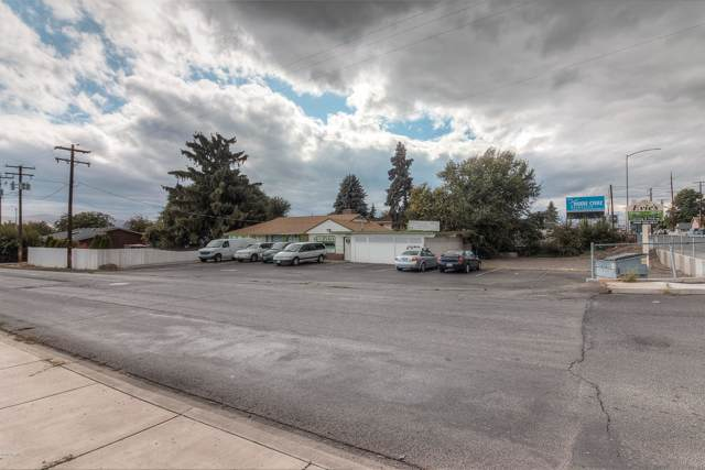 3402 W Nob Hill Blvd, Yakima, WA 98902 (MLS #19-2367) :: Heritage Moultray Real Estate Services