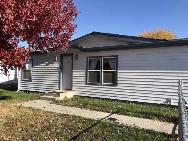 1321 S 4th Ave, Yakima, WA 98902 (MLS #19-2741) :: Amy Maib - Yakima's Rescue Realtor