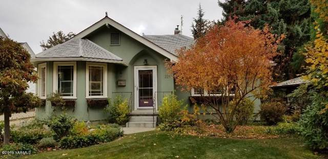 221 S 19th Ave, Yakima, WA 98902 (MLS #19-2803) :: Heritage Moultray Real Estate Services