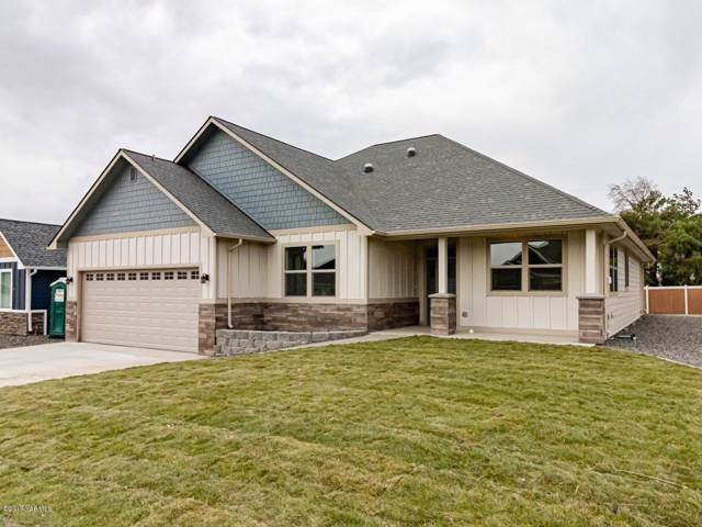 304 Seasons Pky, Yakima, WA 98901 (MLS #19-2946) :: Amy Maib - Yakima's Rescue Realtor