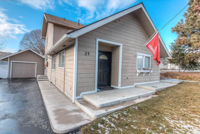 24 Naches Ave, Naches, WA 98937 (MLS #19-3014) :: Heritage Moultray Real Estate Services