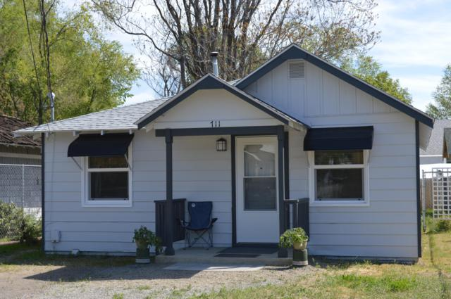 711 N 15th Ave, Yakima, WA 98902 (MLS #19-971) :: Heritage Moultray Real Estate Services