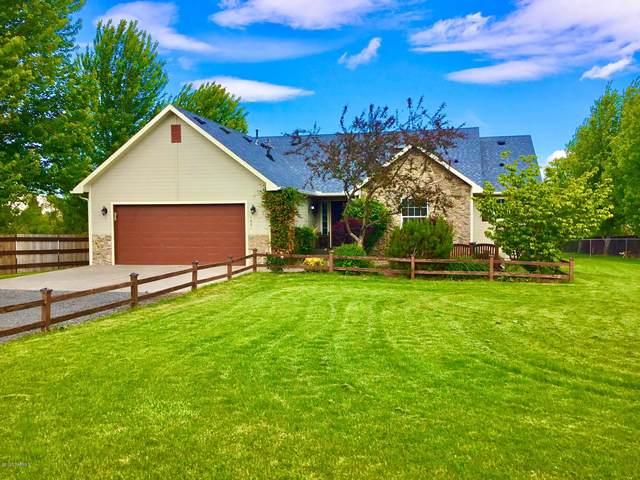 1601 Selah Loop Rd, Selah, WA 98942 (MLS #20-1034) :: Heritage Moultray Real Estate Services