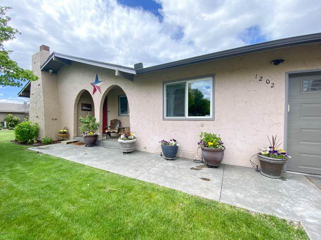 1202 S 33rd Ave, Yakima, WA 98902 (MLS #20-1092) :: Heritage Moultray Real Estate Services