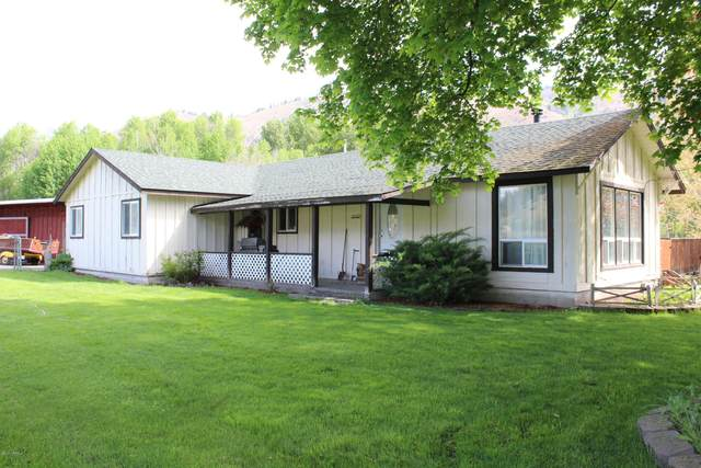2741 Nile Rd, Naches, WA 98937 (MLS #20-1098) :: Heritage Moultray Real Estate Services