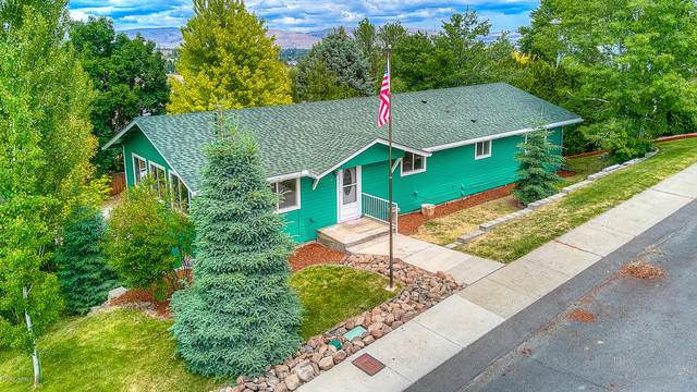 909 W 6th Ave, Selah, WA 98942 (MLS #20-1211) :: Heritage Moultray Real Estate Services