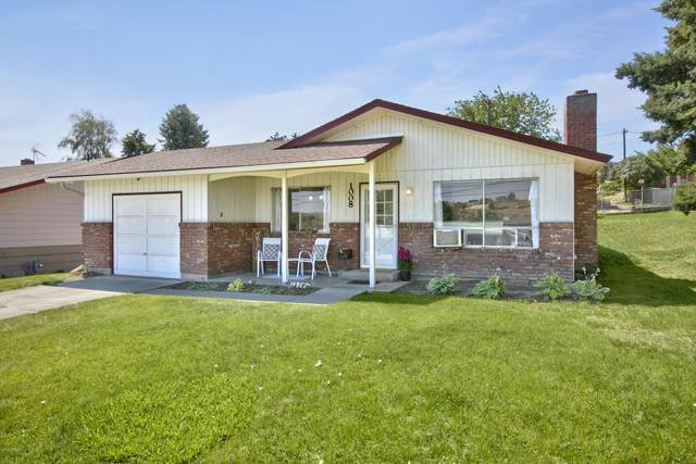 1008 W Fremont Ave, Selah, WA 98942 (MLS #20-1447) :: Heritage Moultray Real Estate Services