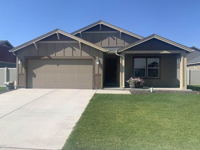 907 Cascade Ave, Moxee, WA 98936 (MLS #20-1594) :: Joanne Melton Real Estate Team