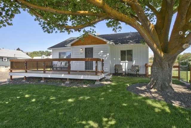 227 Nugent St, Yakima, WA 98901 (MLS #20-1613) :: Joanne Melton Real Estate Team