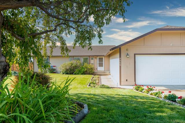 5406 Mount Clemens Way, Yakima, WA 98901 (MLS #20-1977) :: Heritage Moultray Real Estate Services