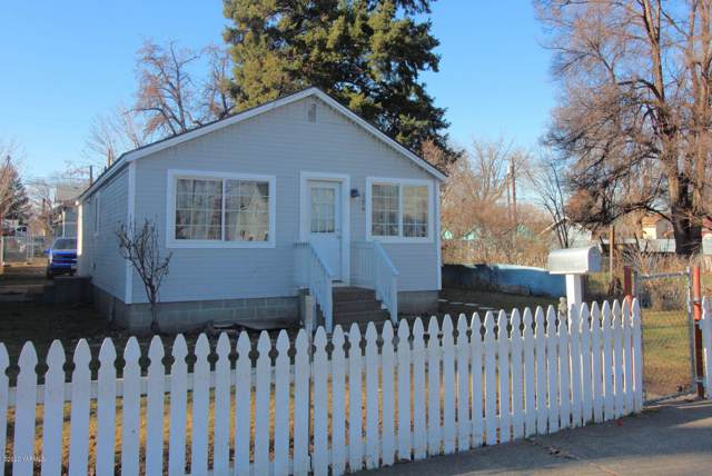 304 N 9th St, Yakima, WA 98901 (MLS #20-198) :: Heritage Moultray Real Estate Services