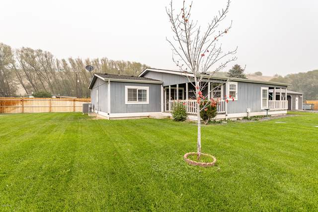 14011 Wide Hollow Rd, Yakima, WA 98908 (MLS #20-2007) :: Heritage Moultray Real Estate Services