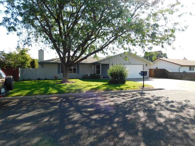 1303 S 25th Ave, Yakima, WA 98902 (MLS #20-2151) :: Heritage Moultray Real Estate Services