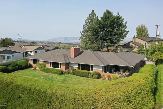 4707 Scenic Dr, Yakima, WA 98908 (MLS #20-2294) :: Heritage Moultray Real Estate Services