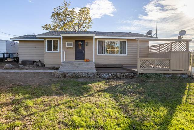 30 S Manuel Ln, Zillah, WA 98953 (MLS #20-2385) :: Heritage Moultray Real Estate Services