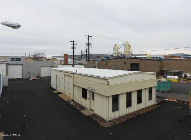 215 N 3rd Ave, Yakima, WA 98902 (MLS #20-2560) :: Heritage Moultray Real Estate Services
