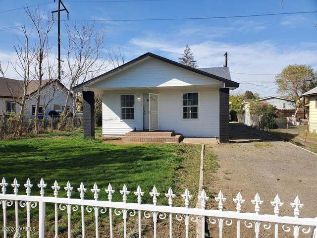 118 W C St, Wapato, WA 98951 (MLS #20-2609) :: Candy Lea Stump | Keller Williams Yakima Valley