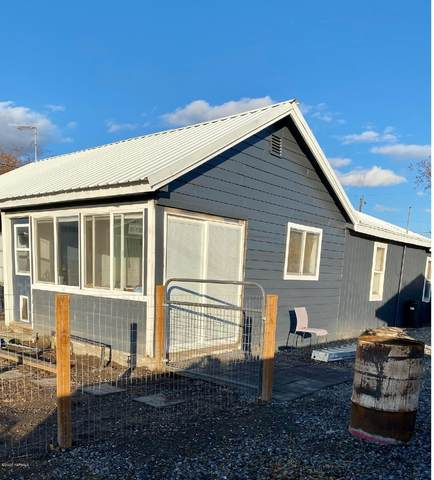 2201 S 2nd Ave, Union Gap, WA 98903 (MLS #20-2627) :: Heritage Moultray Real Estate Services