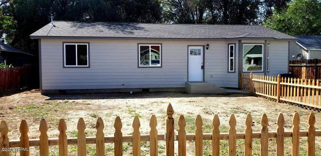 1717 S 8th Ave, Yakima, WA 98902 (MLS #20-273) :: Heritage Moultray Real Estate Services